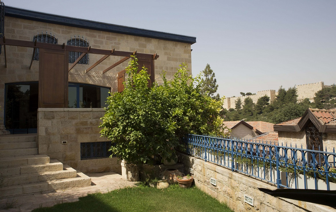 # Ahava Jerusalem, realtor, msl, property portal, real estate, home, house, sale, dream house, luxury, Israel, Jerusalem, house for sale, property, 3 bedrooms, good location, city centre, balcony, parking space, succah, historic house, Evelyne de Rothchild, Jerusalem, Yemin Moshe, Israel